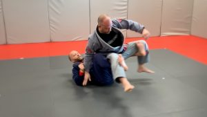 kick feet out lifting opponent
