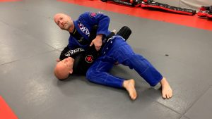 knee slice out and pass the guard.