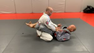 pic 1 Starting in the closed guard position.